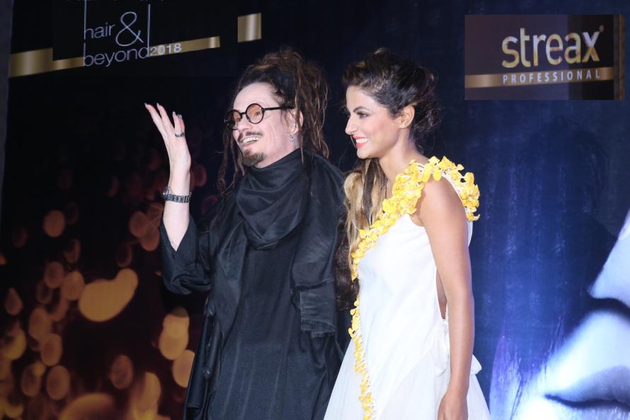 L-R Jaokim Roos and Hina Khan.jpg