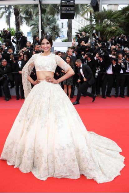 L'Oréal Paris ambassador Sonam Kapoor on Day 7 of red carpet at Cannes Film Festival 2018 (4).JPG