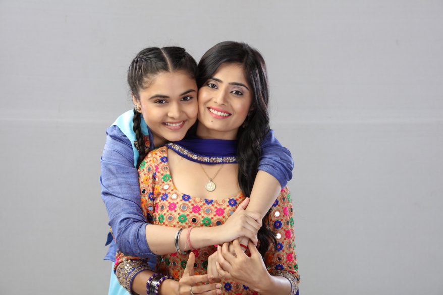 Muskan Bamne as Siddhi & Vaishali Takkar as Shivani in Sony SAB's Super Sisters.JPG
