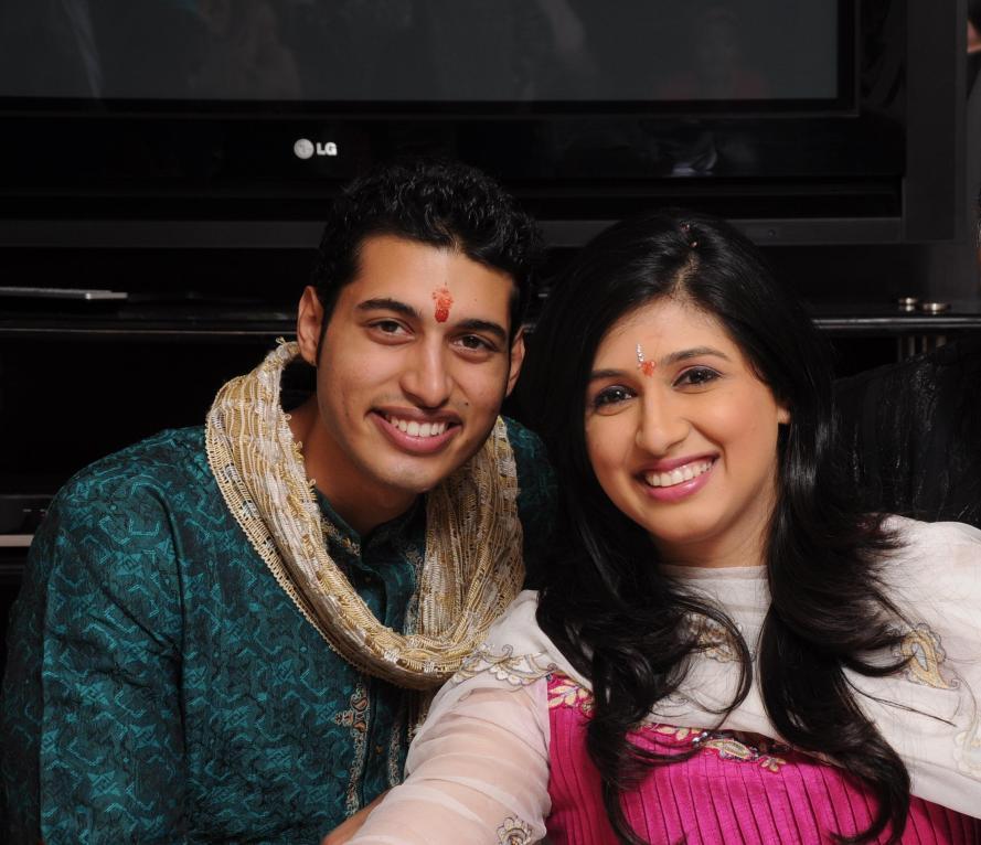 vahbbiz dorabajee-with brother Daniel.jpg