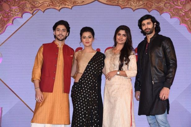 Kinshuk Vaidya as Arjun, Tejasswi Prakash as Uruvi, Sayantani Ghosh as Kunti and Ashim Gulati as Karn in KarnSangini coming soon only on StarPlus.JPG