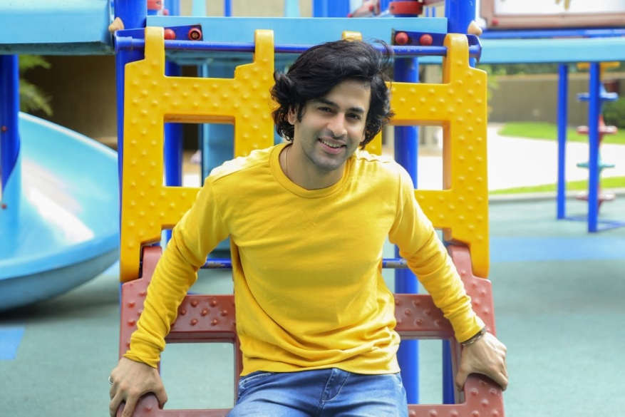 Shashank Vyas in yellow.jpg