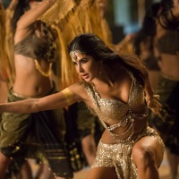 Katrina Kaif looks her smoking best in Thugs of Hindostan's new song Manzoor E Khuda!