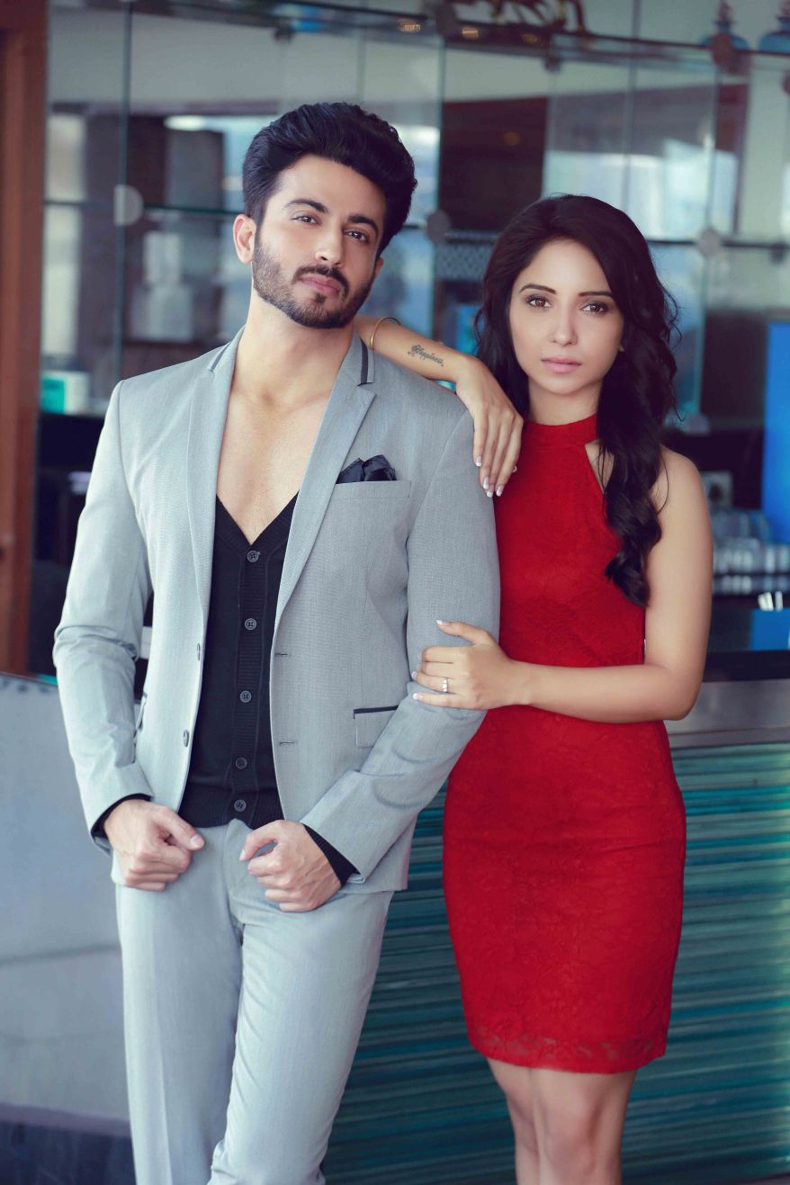 Dheeraj  Dhoophar with his wife.jpeg