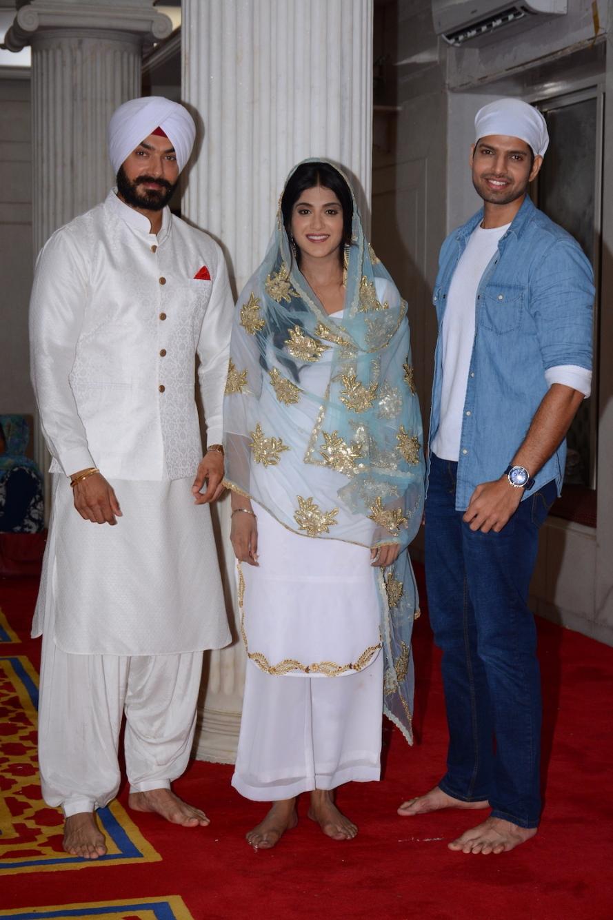 Avinesh Rekhi, Nimrit Kaur and Hitesh Bhardwaj at the launch of COLORS' Choti Sarrdaarni  (4).JPG
